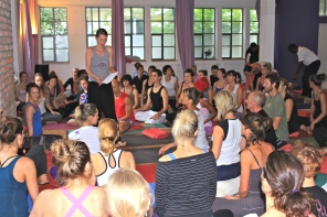 Preparing for chanting at my last workshop in Munich at Jivamukti Buttermelcherstr. Photo by Claudia Weerts